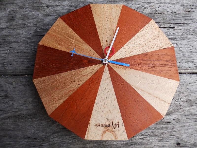 木製時計「サーカス小屋 空の上から」