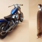 福本孝昭「流木オブジェと木製バイク」
